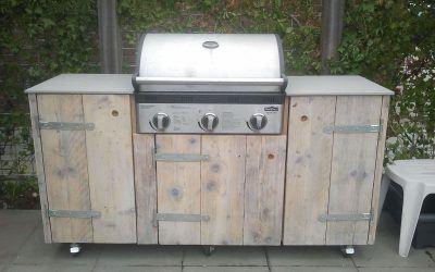 Buitenkeuken maken van steigerhout inclusief barbecue doe je zo!